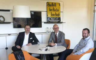 Michael Vogt und Timo Friedl von der VR Bank Enz Plus